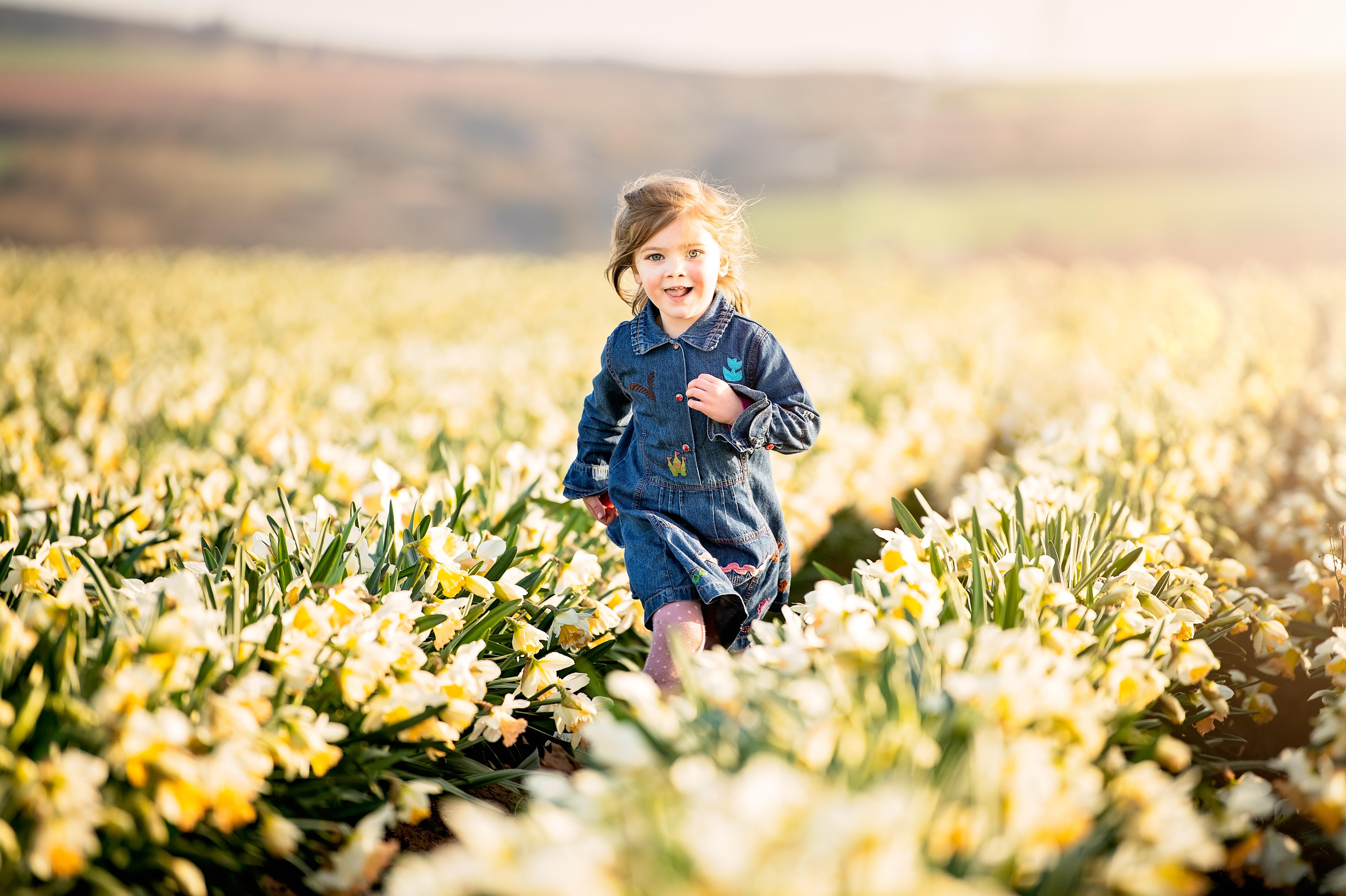 girl-running-through-daffodil-fields-scottish-photography