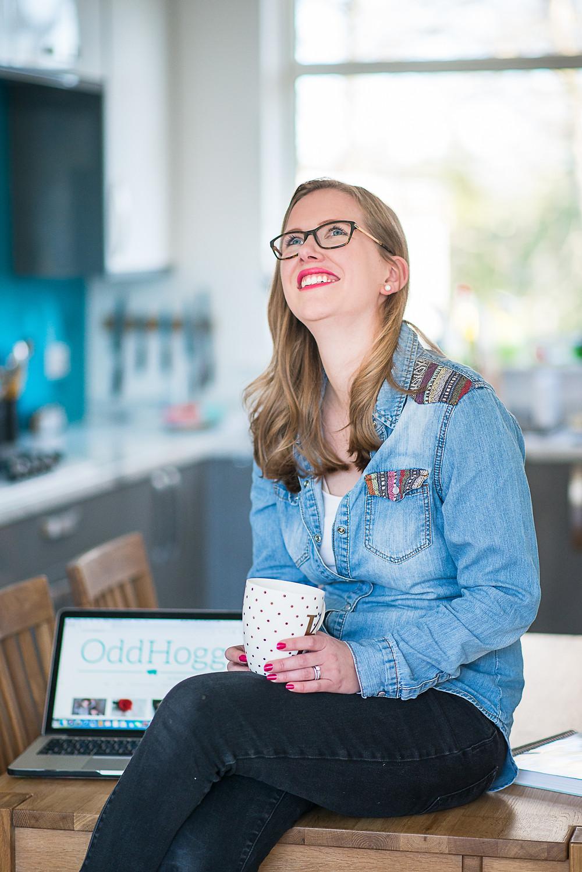 aberdeen-headshots-professional-personal-branding-girl-sitting-on-table