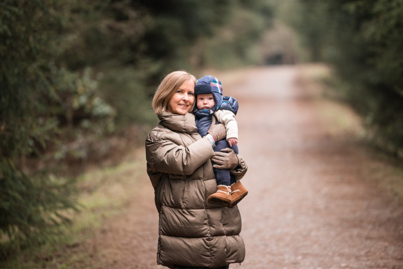 aberdeen-family-photographer-montrose-woman-holding-newborn-baby