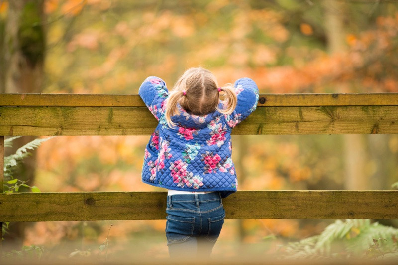 aberdeen-family-children-photographer-stonehaven-girl-in-dunnottar-woods