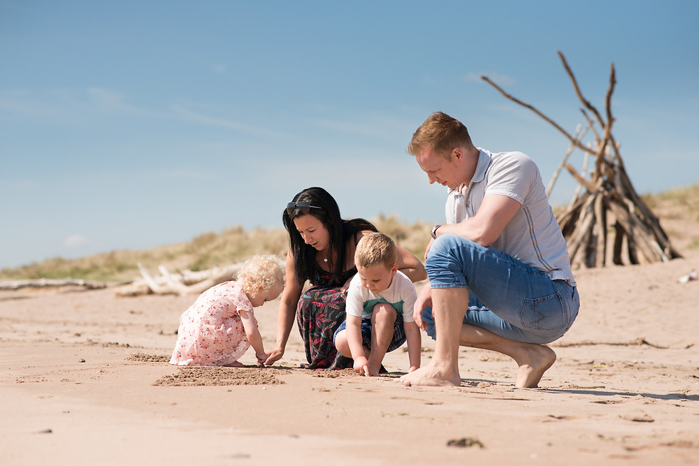 best-aberdeen-family-photographer-natural-light-lifestyle-family-playing-in-sand-on-montrose-beach-st-cyrus