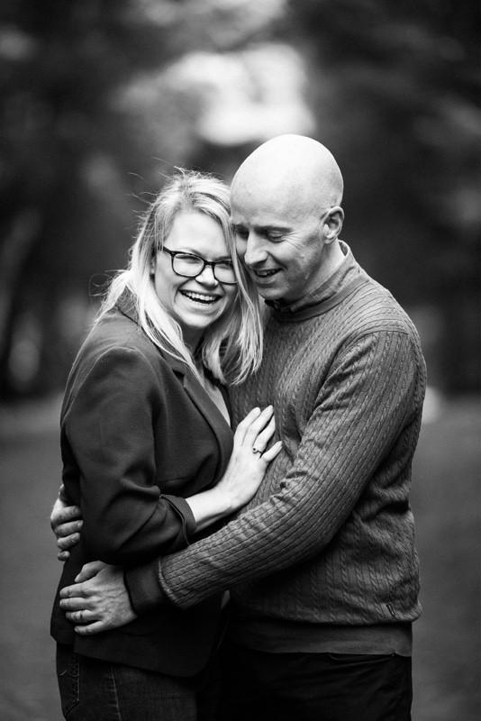 aberdeen-angus-family-photographer-denlethen-woods-near-laurencekirk-monochrome-couple-cuddling