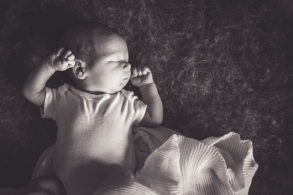 Best-aberdeen-family-children-photographer-montrose-arbroath-monochrome-newborn-baby-boy-window-light-lifestyle-indoors