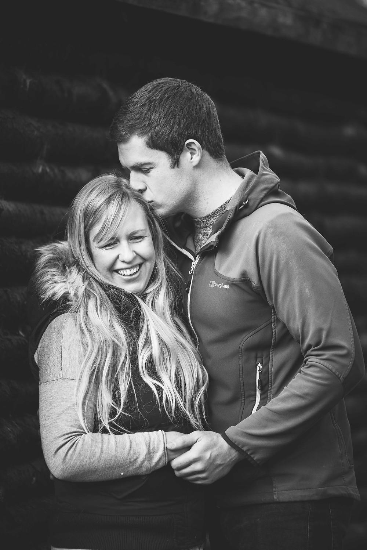 best-aberdeen-family-children-photographer-montrose-outdoor-family-photo-session-the-burn-black-white-kissing-couple