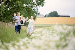 aberdeen-family-photographer-strolling-wildflower-field
