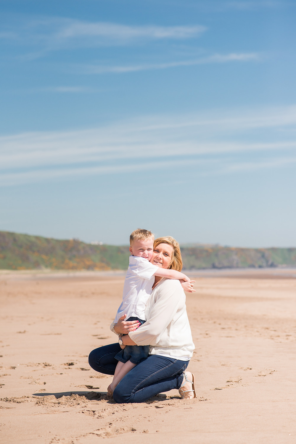 best-aberdeen-family-photographer-natural-light-lifestyle-mother-and-son-hugging-on-st-cyrus-beach-montrose