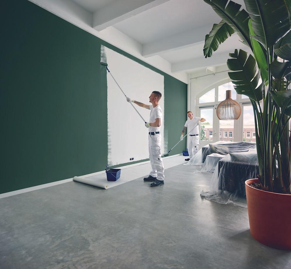 Sigma schilders schilderen muur