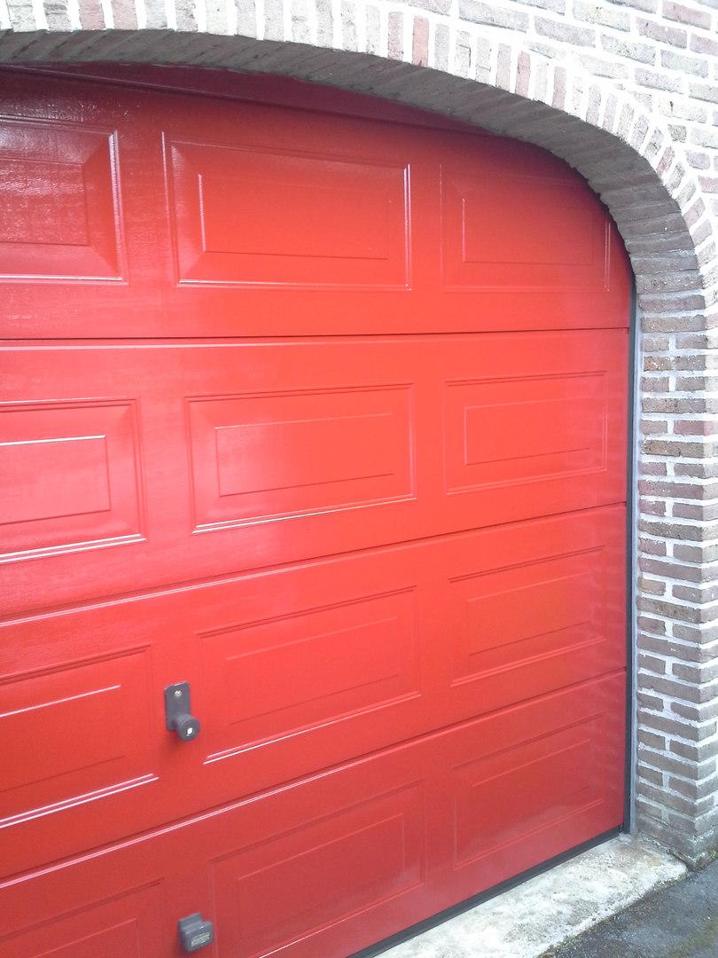 Verven garagepoort te Male Brugge