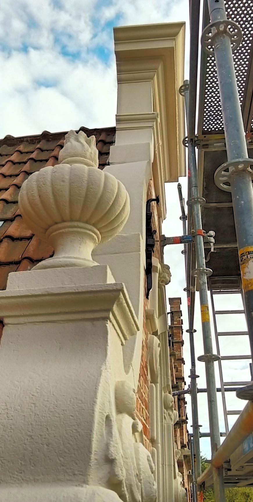 Gevelornamenten klokgevel in dampopen systeem in Brugge