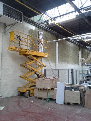 Spuiten latex fabriekshal Brugge