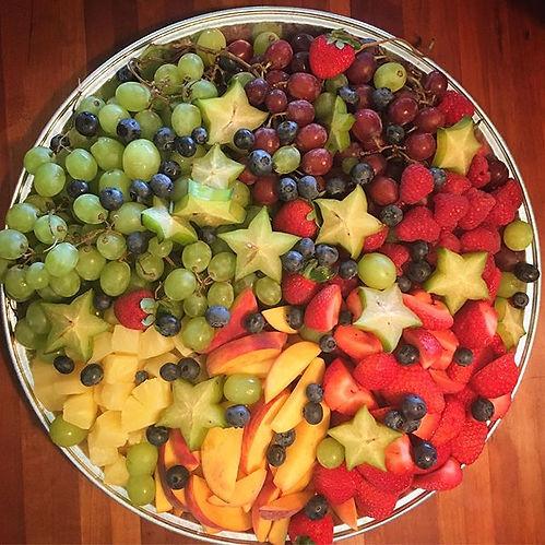 🌈 #partyfood #thymebundle #fruitplatter