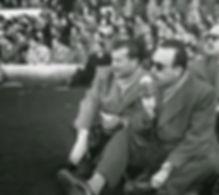 """Matías Prats y Adolfo Parra,""""Parrita"""" trasmitiendo un partido de fútbol"""