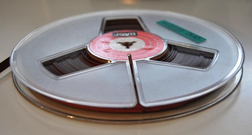 viejo magnetófono ampex de cinta