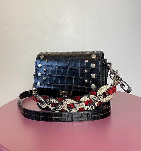 Bolsa em couro preto texturizado