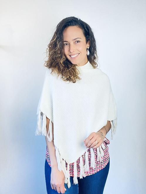 Poncho branco em tricot
