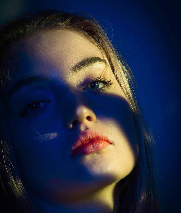 model portrait colour aiva grasberga