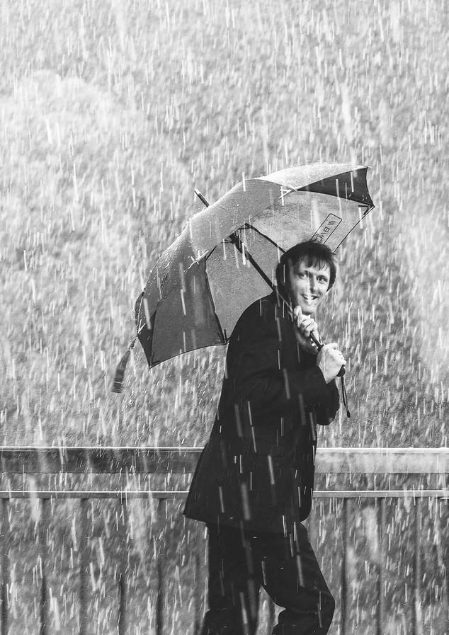 kāzu fotogrāfs aiva grasberga, raining man, jānis grasbergs