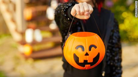 How to Trick-or-Treat Safely During COVID-19
