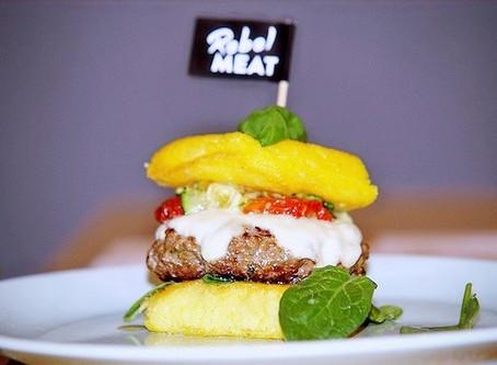 Italian-Rebellion-Burger mit glutenfreien Polenta Burger Buns