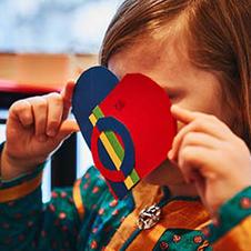 Opetus- ja kasvatusalan tietovajeita saamelaisista paikkaava ihmisoikeuskasvatusmateriaali