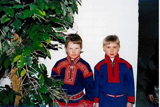 Kuvassa oikealla puolella muusikko Oula