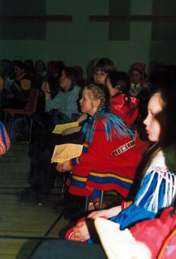 Kuvassa istumassa Elli-Marja Hetta