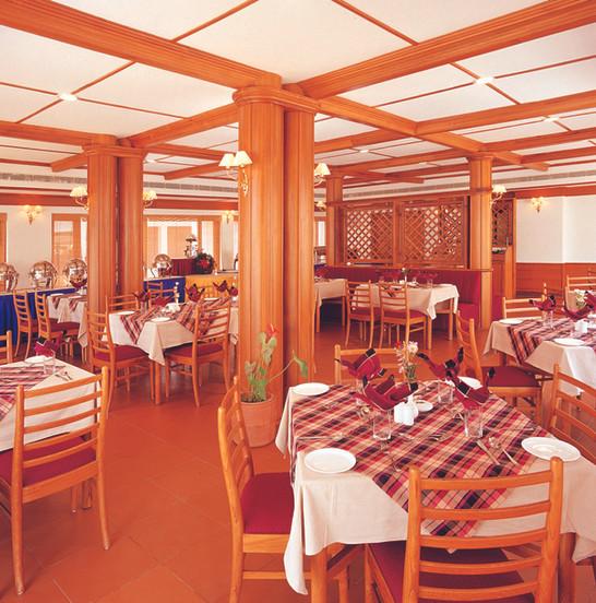 interior-view-of-the-restaurantjpg