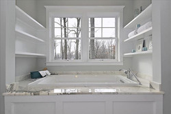Web_Upper Level-Bathtub