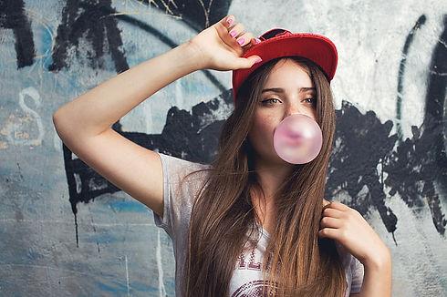 look-girl-t-shirt-cap-wallpaper-preview.