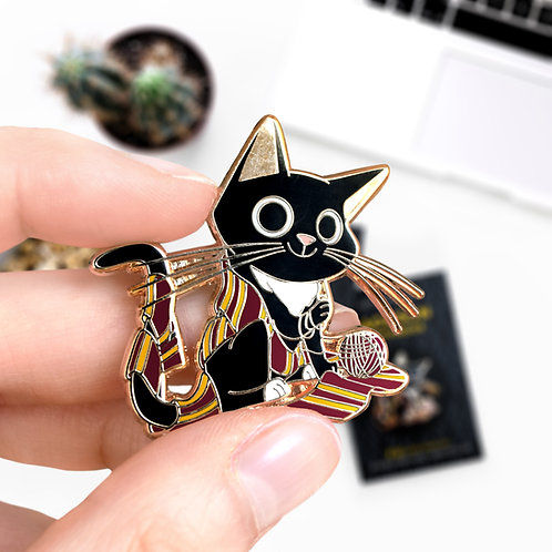 Pin's Jackson Gryffondor, Gryffindor, inspiré de l'univers Harry Potter, hard enamel pin, design by Emma Sanchez, Amay Sancha