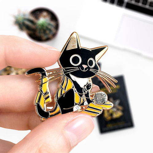 Pin's Jackson Poufsouffle, Hufflepuff, univers Harry Potter, hard enamel pin, designé par Emma Sanchez, Amay Sancha Shop