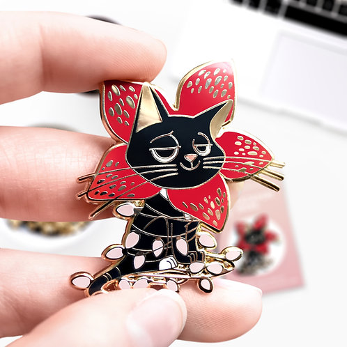 Pin's Jackson Democat, Coloris rose, Stranger Things, The Upside Down, hard enamel pin, designé par Emma Sanchez, Amay Sancha