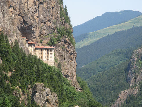 Sumela_monastery_in_province_of_Trabzon,_Turkey_view_from_the_road.JPG