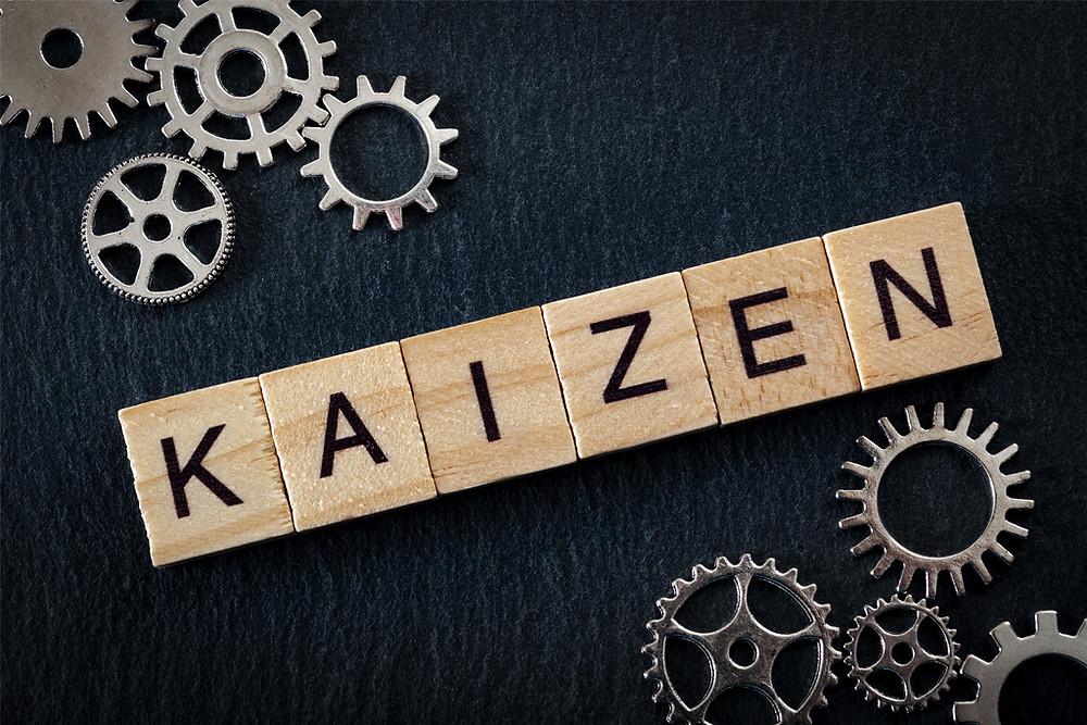 """En japonais, """"Kai"""" signifie changement et """"Zen"""" meilleur. C'est une philosophie d'amélioration continue aussi appelée """"la méthode des petits pas""""."""