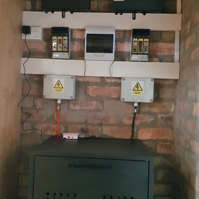 2 x 5kW Axpert Inverters operating in parallel with 10.4kWh Pylontech battery back-up.