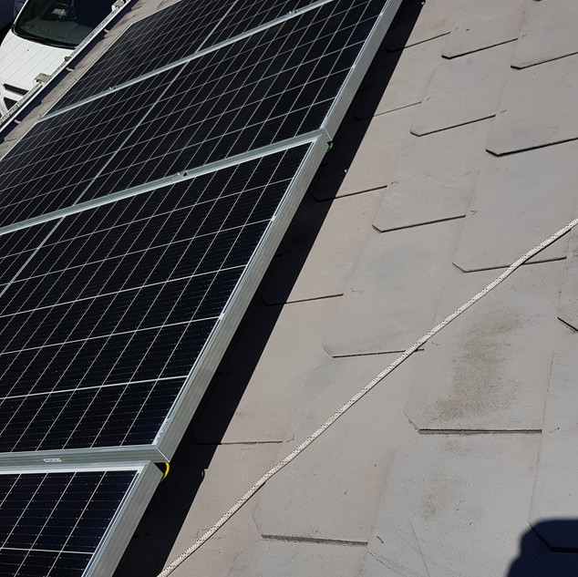 HoyMiles MI-1200 MicroInverter and 4 x 410Wp PV modules installed.
