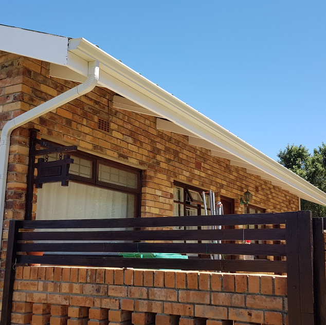 White 125mm OOGEE Seamless Aluminium Gutters installed with 50 x 75mm Aluminium Downpipes.