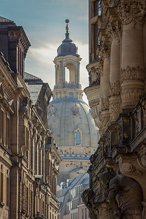 frauenkirche-3728729_edited.jpg