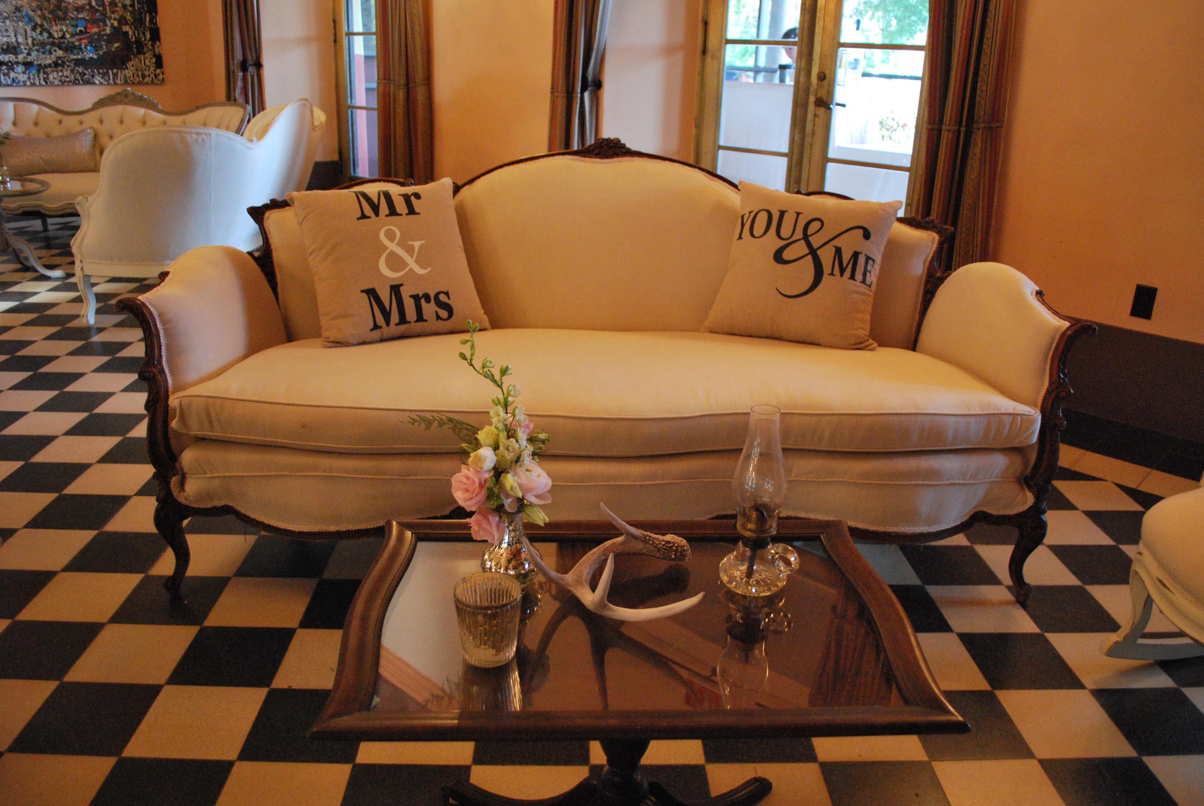 Algaze Couch