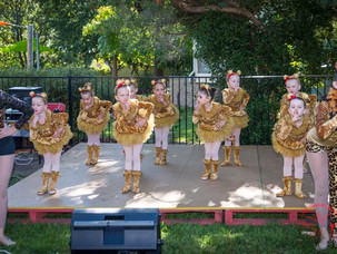 Dancers Perform at Yass Baby & Kids Market
