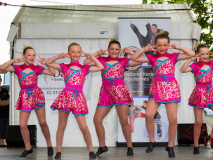 Dancers Entertain at Field Days