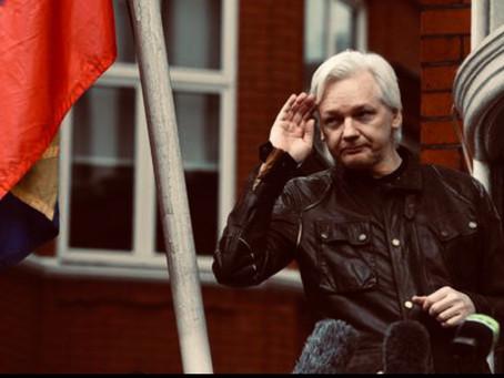 Assange non si fida, resta in ambasciata