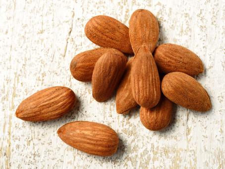 Almendras: un fruto seco lleno de propiedades y beneficios, materia prima para nuestros mantecados y