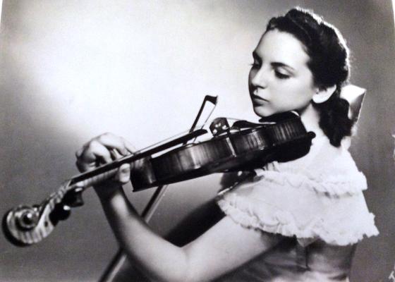 Samuel Stochek violin