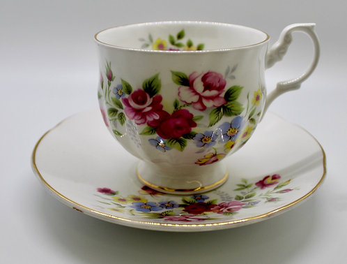 Queen's Rosina Teacup Candle