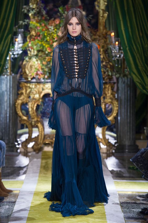 gothic style estilo gotico moda fashion fashion lover blogger fashionista encaje cuero velvet