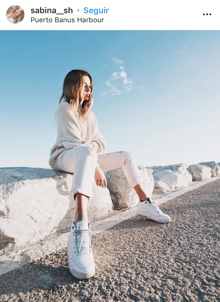 zapatillas blancas white sneakers tenis blancos zapatos calzado moda tendencia fashion trend revista magazine outfit trendy ropa mujeres fashion lover blogger