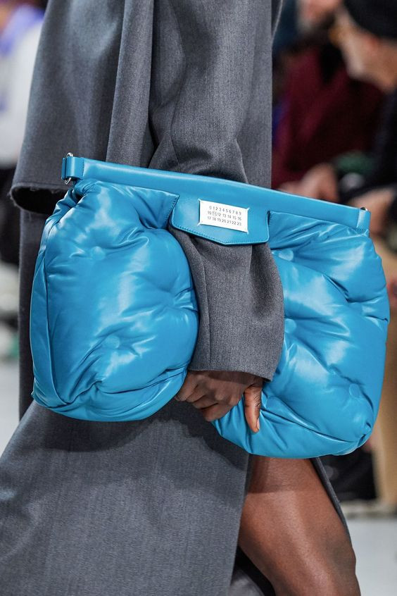 texturas acolchadas puffer coat abrigos bags carteras calzados invierno otoño tendencias moda trend trendy fashionista fashion revista magazine 2019