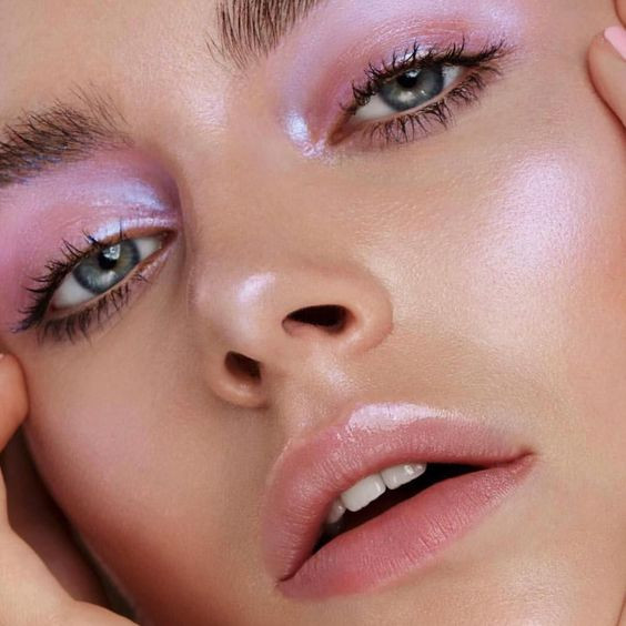 maquillaje, makeup, belleza, beauty, makeup artist, maquillador, iluminador, highlighter, pink highlighter, iluminador rosa