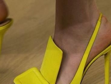 #Do'sYDon'ts Zapatos amarillos, conoce lo que debes y no debes hacer para llevarlos
